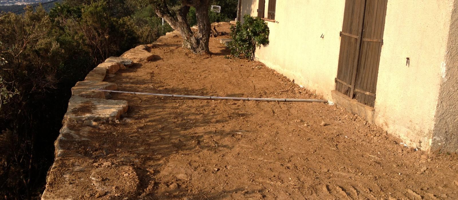 Travaux préparatoires pour pose de gazon à Saint-Tropez